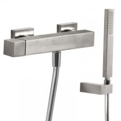 TRES - Jednopáková sprchová baterieRuční sprcha snastavitelným držákem, proti usaz. vod. kamene. Flexi hadice SATIN. (50716703)