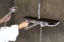SLEZAK-RAV - Vodovodní baterie vanová/sprchová s teleskopickou tyčí, hlavovou a ruční sprchou, police SKLO LACOBEL černá metalíza MURRAY NEW, Barva: sklo/černá metalíza/teleskopická tyč (MU253.5/5SC)